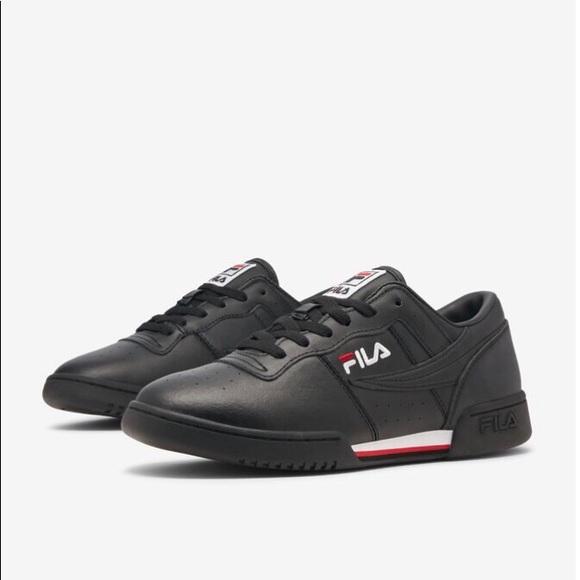 dark blue fila shoes